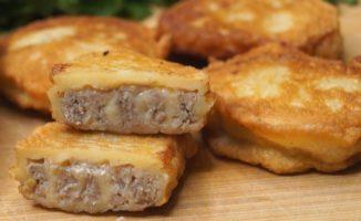 Begalo skanūs blyneliai su mėsa. Grietinė šiame recepte tikrai ne veltui!