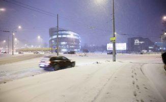 Sinoptikai įspėja: Ruoškite kastuvis, sniego bus iki soties. Į Lietuvą artėja didžiulės pūgos