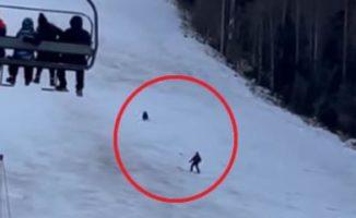 Vaikinas to niekada nepamirš❗️ Nufilmuota, kaip lokys slidinėjimo kurorte vijosi slidininką [VIDEO]