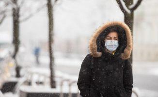 Tikimybė be kaukių užsikrėsti einant gatve ar vaikščiojant parke lygi nuliui.