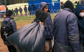 Migrantai bandė pabėgti per po žeme iškastą tunelį